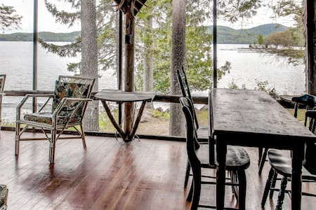 4BR Hague Cottage on Lake George - Maison