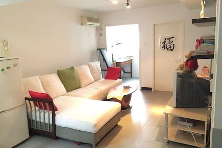 东直门簋街顶层空中露台独立卫生间超大双人床三人房 - Wohnung