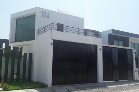 Casa amplia minimalista con jacuzzy - Colima - House