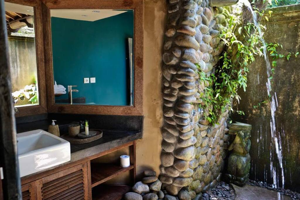 outdoor shower with natural rock feature