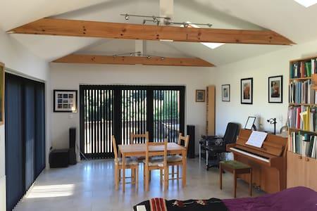 The Garden Annexe- Studio flat - Penarth
