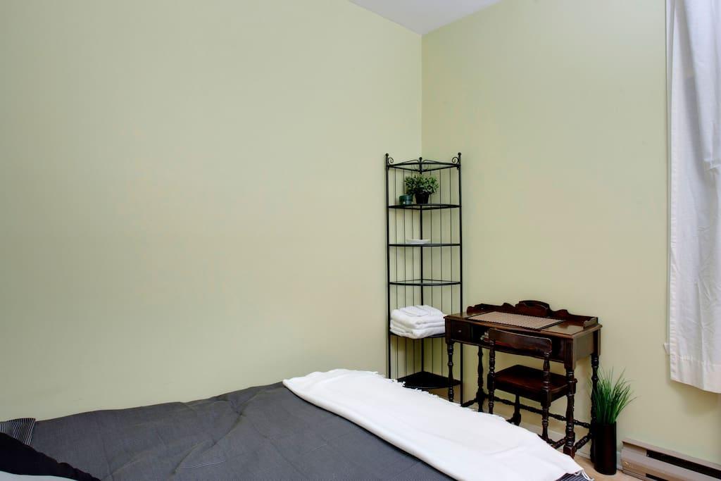 Guest room ***UPDATE June 2013: New bed (mattress + box-spring)