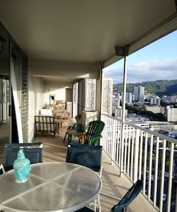 Penthouse hostel 1 block from beach & shopping - Honolulu - Wohnung