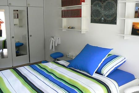 quietly and cozi room with Balcony - Pfungen - Bed & Breakfast