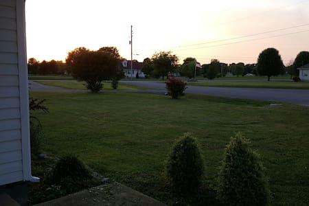 Suburban Quiet Near Nashville, MTSU - Casa