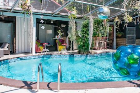 Quiet Miami Oasis   - Egyéb