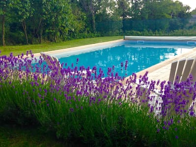 Spacious gite in converted barn with swimming pool - Bournazel - House