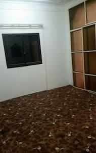 1 bedroom Available in Matar Qadeem - Lakás