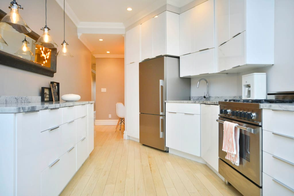 Convenient, Renovated 2 Bedroom