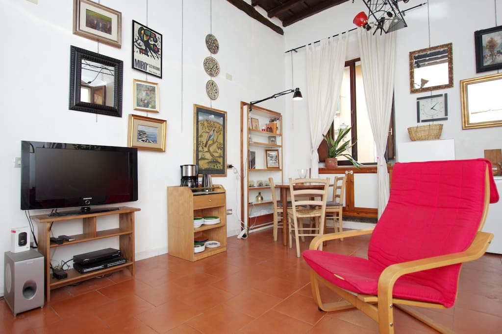 Artists Flat by the Tiber Island