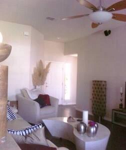 Bedroom near Downtown Austin!