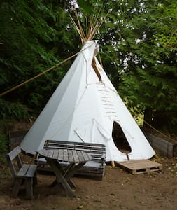 Room type: Private room Bed type: Real Bed Property type: Tipi Accommodates: 2 Bedrooms: 1 Bathrooms: 0.5