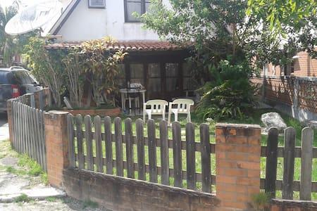 belo condominio fechado em iguaba - Iguaba Grande - Casa