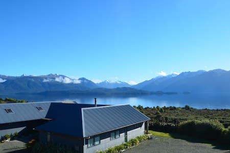 Loch Vista - Spectacular Lake Views - Rumah