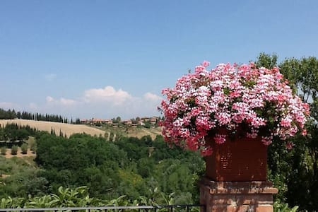 Tuscany Hills LOVELY FLAT WITH VIEW - Huoneisto