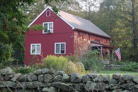 The Red Barn, Stonington, Country