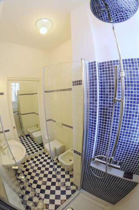 Bagno Violet Room