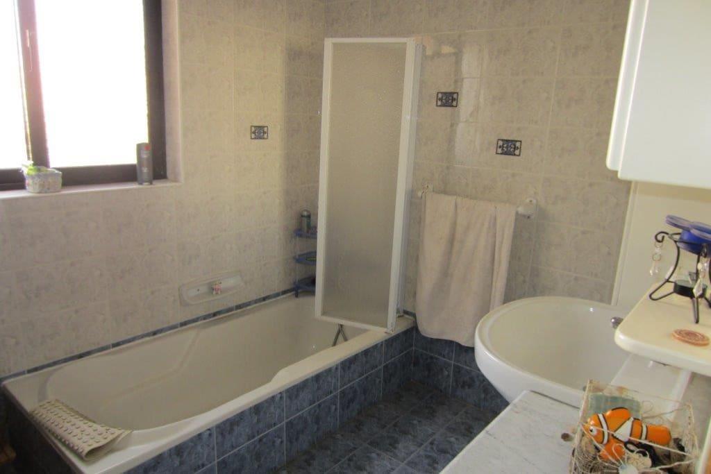 shared bathroom!