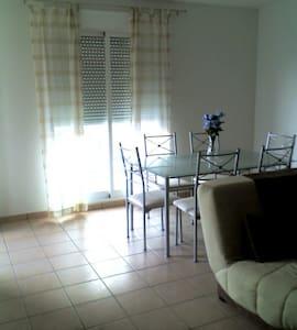 apartamento en segunda línea playa - Huoneisto