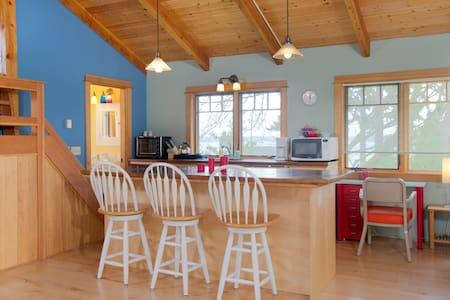 Timber-framed Studio w/SleepingLoft - Bainbridge Island