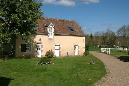 Maisonnette indépendante Sud Sarthe - Chahaignes - Bed & Breakfast