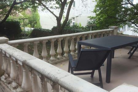 Type 2 avec terrasse et commodités - Apartment