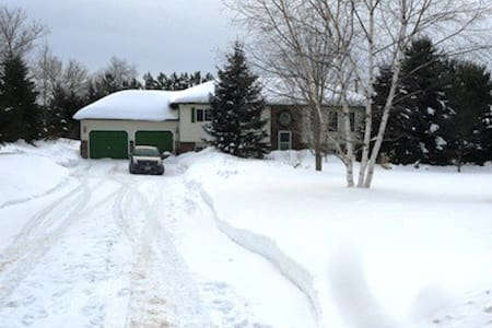 Cozy comfortable space close to ski hills, trails! - Barrie - Dom