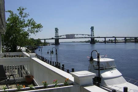 Luxury Downtown Condo on the River - Wilmington - Wohnung