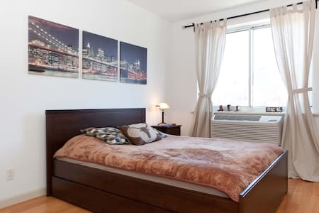 SPACIOUS BEDROOM WITH PRIVATE BATH! - New York - Apartment