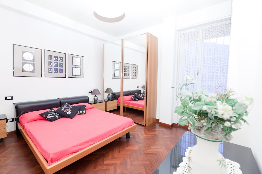 Mirror Bedroom:  1 double bed (+ 1 single bed)
