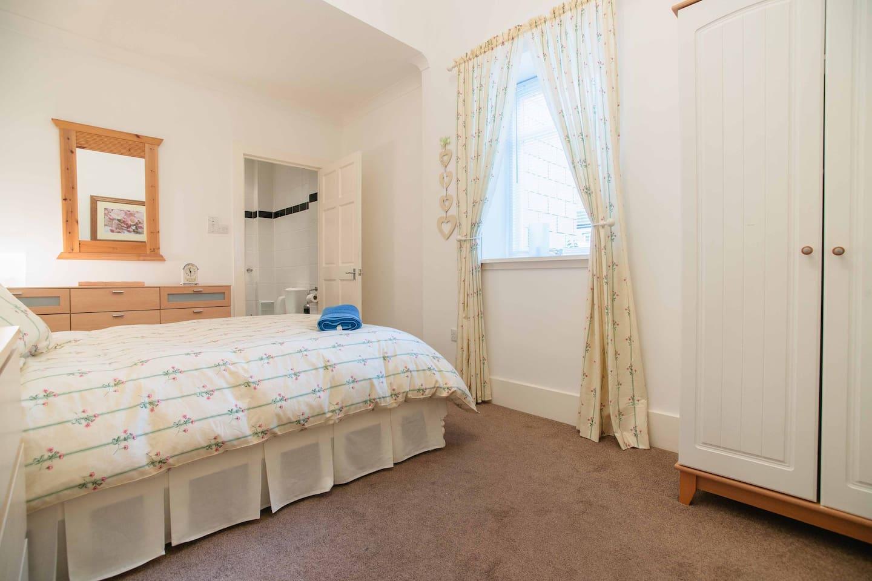 En/suite double bedroom.