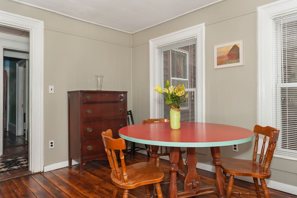 Spacious Victorian 2br+ apartment