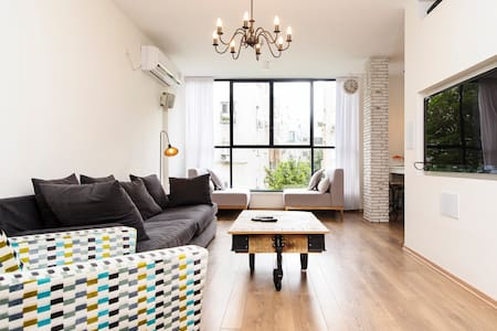 Amazing Renovated Boutique Apt.