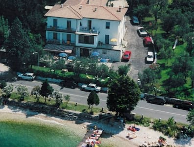 DELLE ROSE B&B Family House - Torri del Benaco - Bed & Breakfast