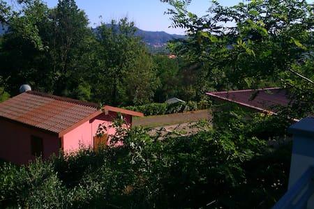 CHALET near Cinque Terre and Lerici 25€ per person - Blockhütte