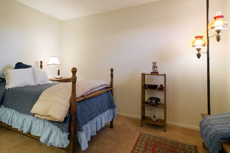 South Orange County Bedroom & Bath  - Lake Forest - Casa