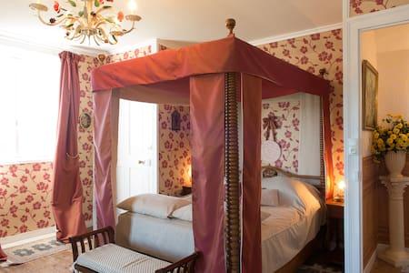 Chambre Aux Souvenirs - Bed & Breakfast