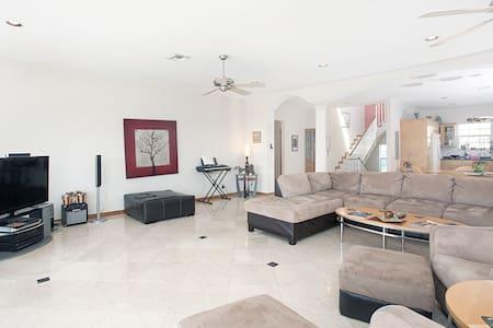 Miami Beach Dream House - Sleeps 14