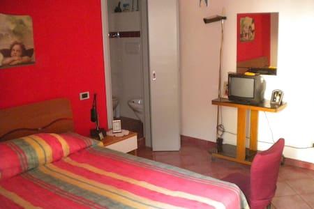 Accogliente e comodo appartamento - Huoneisto