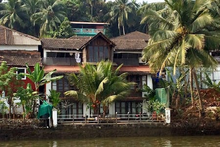 WOODEN CHALET ON THE RIVER BANKS - Panjim - Chalet