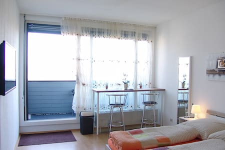 Clean, sunny, quiet, centrally, new - Apartamento