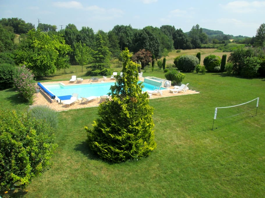 Cottage le binou m m 13 people houses for rent in - Cash piscine carcassonne ...