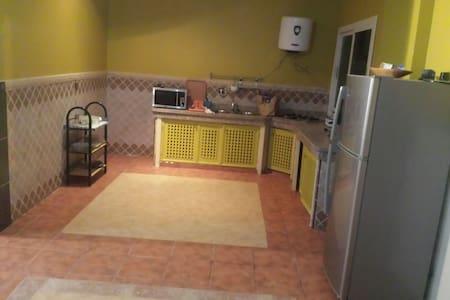 Appartement équipé avec un balcon - Apartment