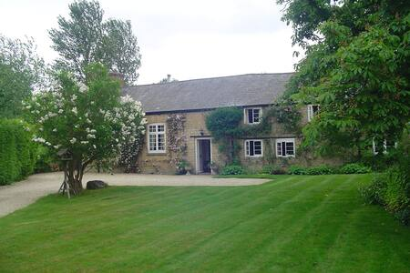 Beautiful 17th Century House with Tennis Court - Stratton Audley