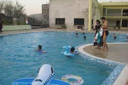 2BHK Villa with common Swimming Pool & Rain Dance - Karjat - (ukendt)