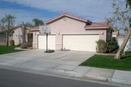 Like staying with family! 2BD1Bath - Casa