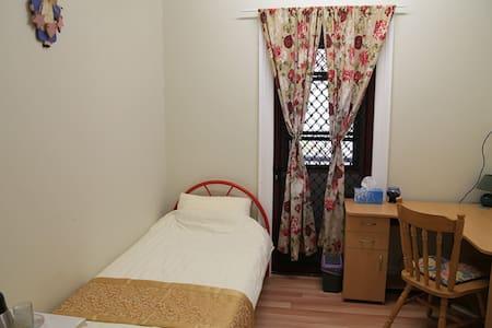 Single Room $66/night - Toowoomba - House