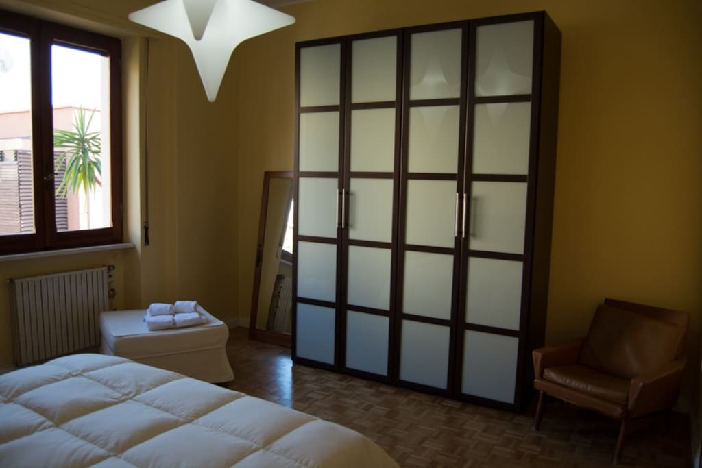 High ceiling: you can have two shutters of the great wardrobe
