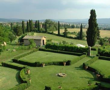 B&B in beautiful mansion Siena10min - Siena - Bed & Breakfast