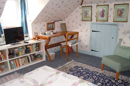'Butterfly boudoir' attic room - Beccles - House